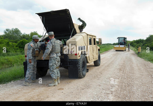 Granjeno, TX, USA. 26th September, 2014.  National Guard troops do a shift change on the Rio Grande levee near Anzalduas - Stock Image
