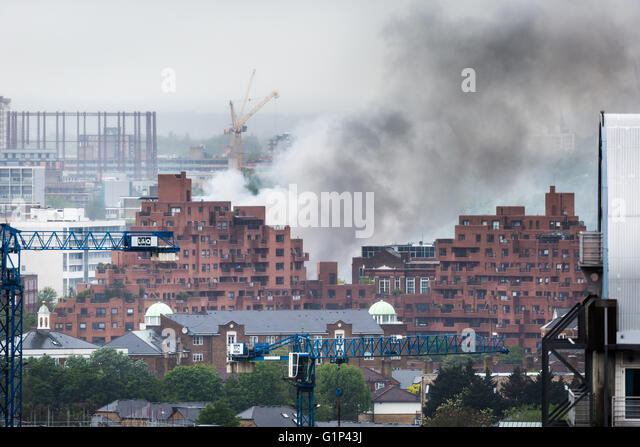 London, UK. 18th May, 2016. Fire at builders yard at Brodlove Lane, Wapping © Guy Corbishley/Alamy Live News - Stock Image