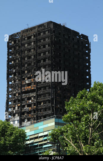 London, UK. 16th June, 2017. A close up of the top floors of the charred 24-storey block Grenfell tower block located - Stock Image