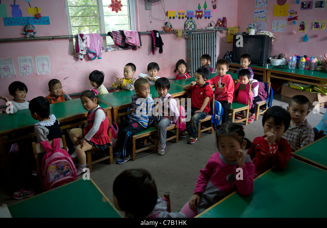 Children of migrant workers attend class at a kindergarten on outskirts of Beijing, China. 16-Sep-2011 - Stock Image