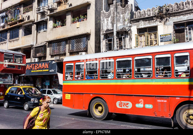 India Asian Mumbai Apollo Bandar Colaba Indumati Sakharkar Marg Causeway Market woman BEST bus public transportation - Stock Image