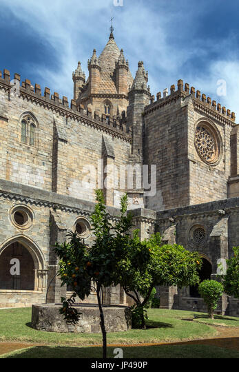 Evora Cathedral (the Se) in the city of Evora in Portugal. Evora is a UNESCO World Heritage Site. - Stock Image