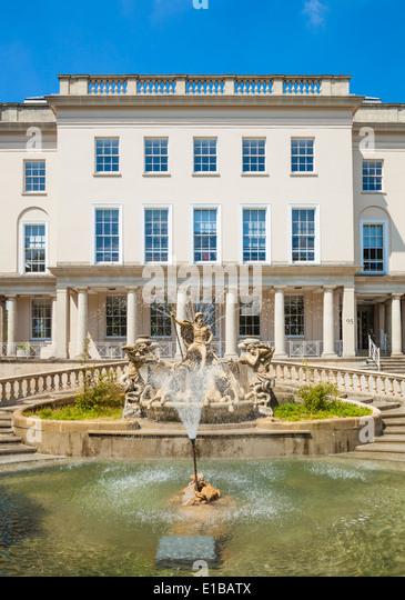 The Neptune Fountain and the Municipal Offices in The Promenade, Cheltenham Spa, Gloucestershire, England, UK, EU, - Stock-Bilder