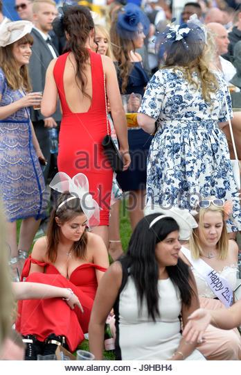 Investec Ladies Day OAKS meeting at Epsom racecourse, UK. 02nd June, 2017. Credit: Leo Mason sports photos/Alamy - Stock Image