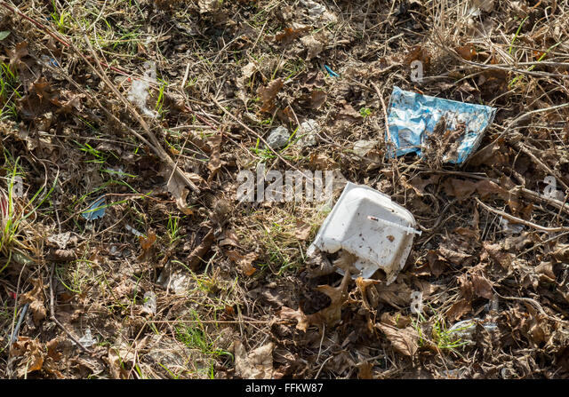 Used needle stuck in empty fast food packaging discarded by River Clyde, Glasgow, Scotland, UK - Stock Image