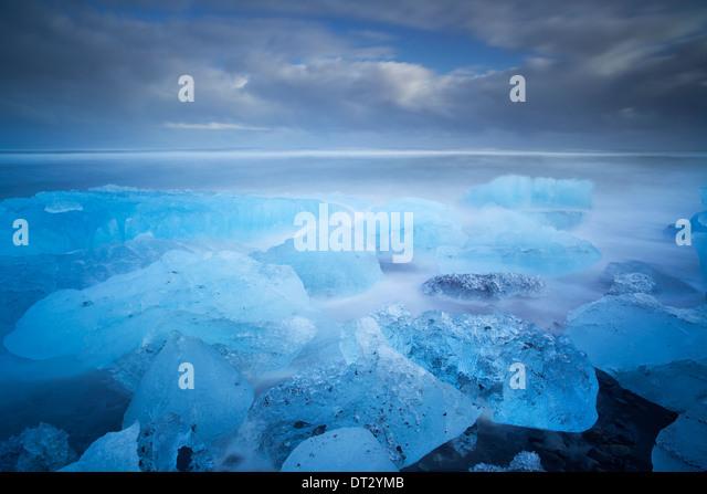 IceBergs and waves on Jokulsarlon Beach, Polar region, South Iceland - Stock-Bilder