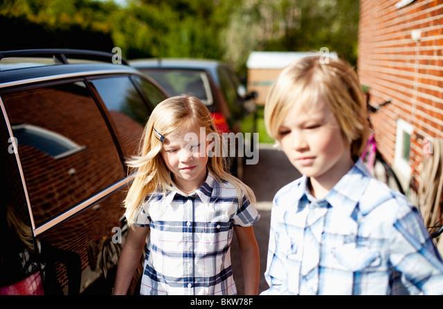 Siblings on the go - Stock-Bilder