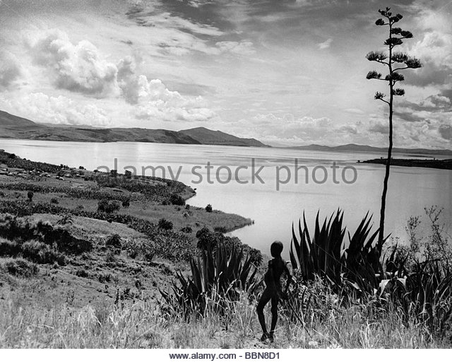 geography / travel, Democratic Republic of the Congo, landscapes, landscape at Lake Kivu with a child in the foreground, - Stock-Bilder