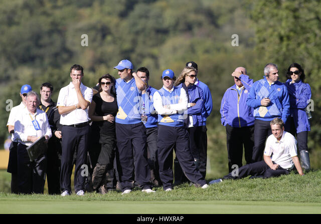 TENSE MOMENTS ON THE 15TH GREEN EUROPEAN PLAYERS EUROPEAN PLAYERS CELTIC MANOR RESORT CITY OF NEWPORT WALES 04 October - Stock Image