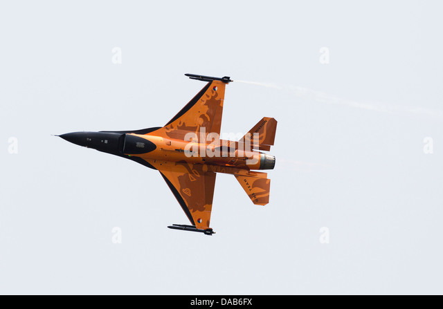 "General Dynamics F16A ""Fighting Falcon"" display aircraft from the Netherlands air force. RAF Waddington - Stock Image"