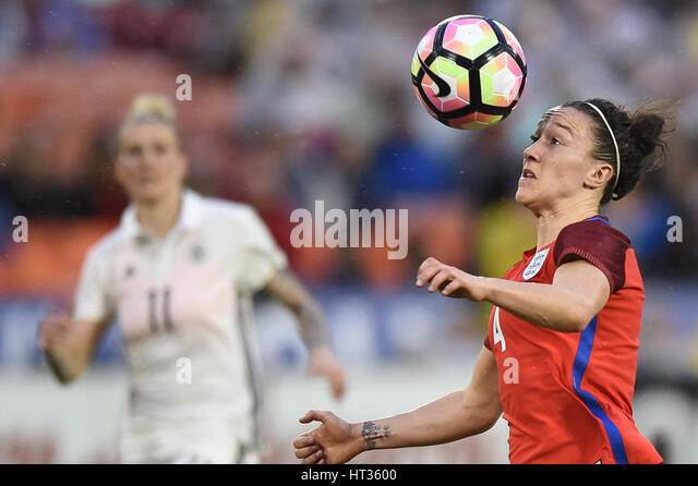 Washington DC, USA. 07th Mar, 2017. England's Lucy Bronze (4) keeps her eye on the ball during the match between - Stock-Bilder