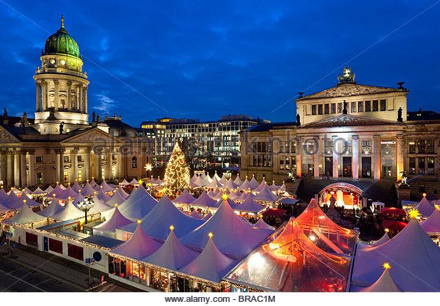 Traditional Christmas Market at Gendarmenmarkt, illuminated at dusk, Berlin, Germany, Europe - Stock-Bilder