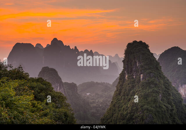 Karst mountain landscape in Xingping, Guangxi Province, China. - Stock-Bilder
