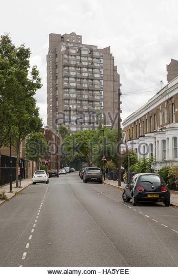 Cotton Gardens on Kennington Lane was designed by socialist British architect George Finch. London borough of Lambeth, - Stock Image