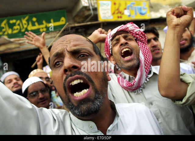 Oct 05, 2001; Quetta, Pakistan; Taliban supporters chant anit-American slogans while taking part in a protest march - Stock-Bilder