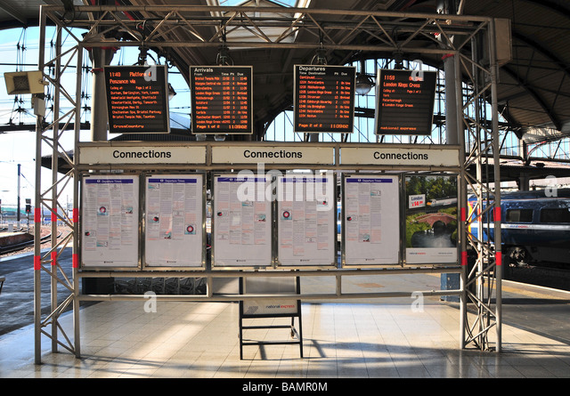 Arrivals and departures displays, Newcastle Central Station, England - Stock-Bilder