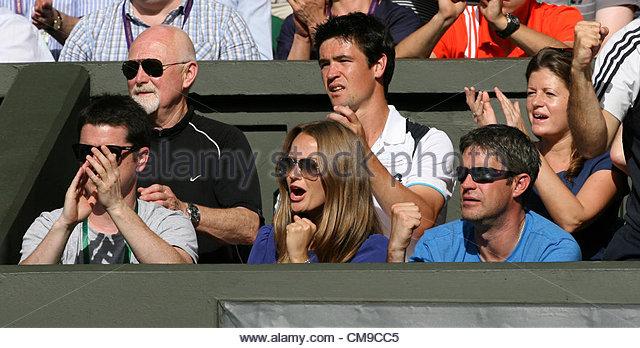 28/06/2012 - Wimbledon (Day 4) - Andy Murray's girlfriend, Kim Sears, celebrates his victory - Photo: Simon - Stock-Bilder
