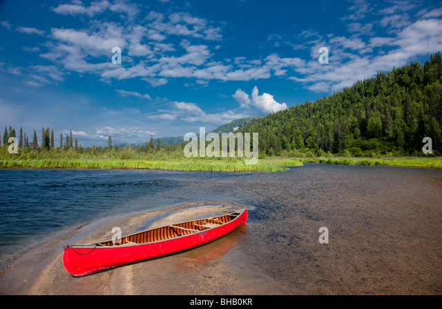 Red canoe on the shore of Byers Lake, Summer, Denali State Park, Southcentral Alaska - Stock Image