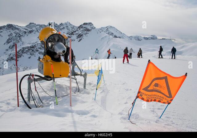 Snow machine stock photos images alamy