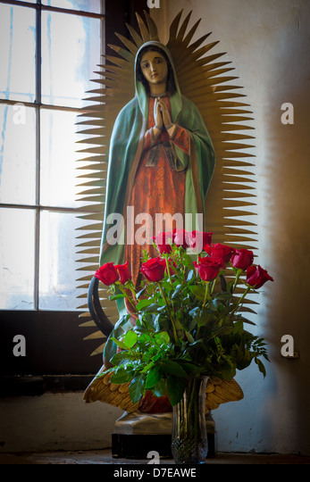 Statuette of Mary along with roses in Mission San José in San Antonio, Texas - Stock Image