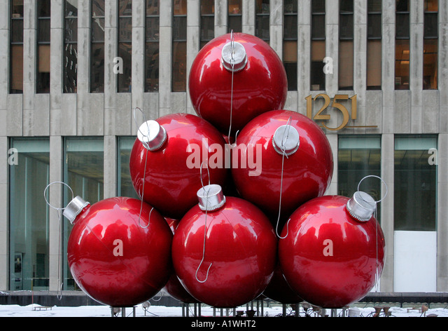 Giant baubles stock photos giant baubles stock images for Outside christmas baubles