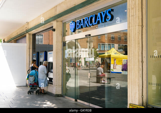 cash machine uk people stock photos cash machine uk people stock images alamy. Black Bedroom Furniture Sets. Home Design Ideas