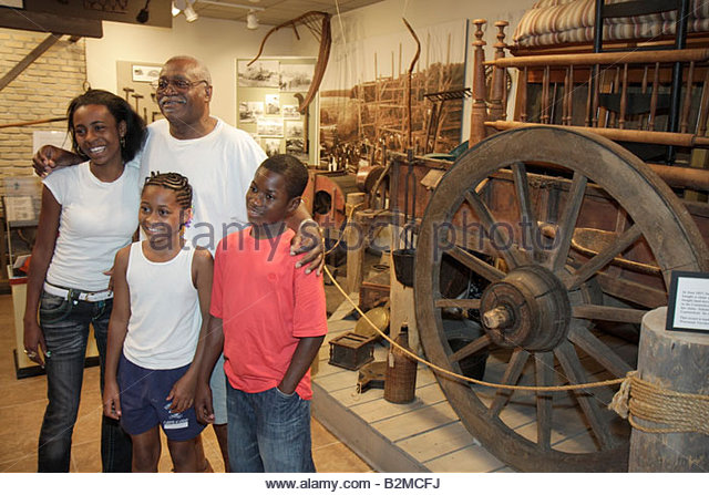 Wisconsin Kenosha Simmons Island Kenosha History Center Yesteryear Gallery Black man girl boy teen father. child - Stock Image
