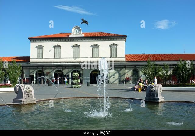 Bergamo railway station, Piazza Guglielmo Marconi, Bergamo, Lombardy, northern Italy, July 2017 - Stock Image