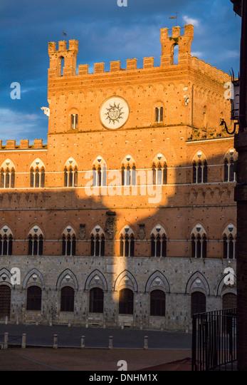 Facade of Town Hall, Palazzo Pubblico, Piazza Del Campo, Siena, Siena Province, Tuscany, Italy - Stock-Bilder