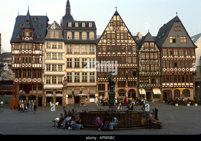 Germany Frankfurt Romer Square alfresco dining architecture fountain - Stock Image
