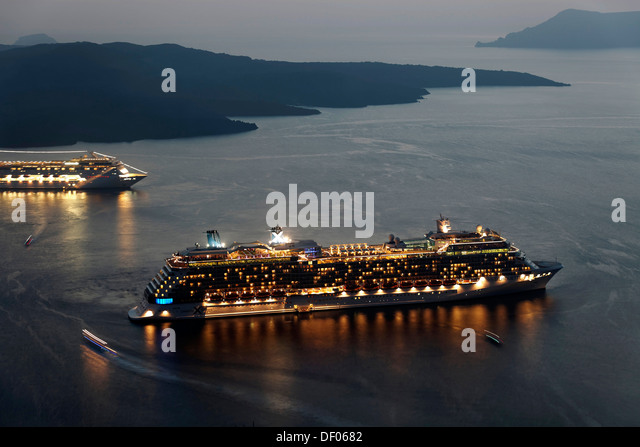 Two cruise liners at dusk ready for sailing, off the coast of Fira, bei Fira, Santorin, Cyclades, Greece - Stock Image