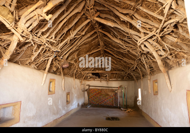 India, Rajasthan, Thar Desert, interior of traditonal home showing method of roof construction - Stock Image