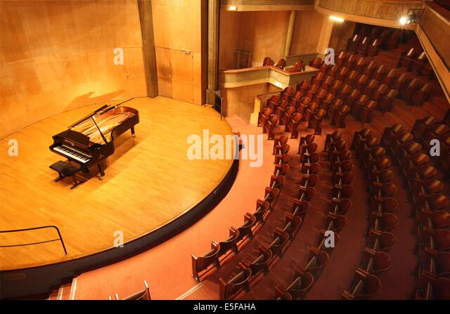 Paris music hall stock photos paris music hall stock for Garage mercedes paris 17 rue cardinet