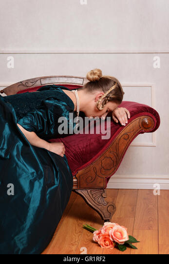 sad Victorian woman on fainting couch - Stock-Bilder