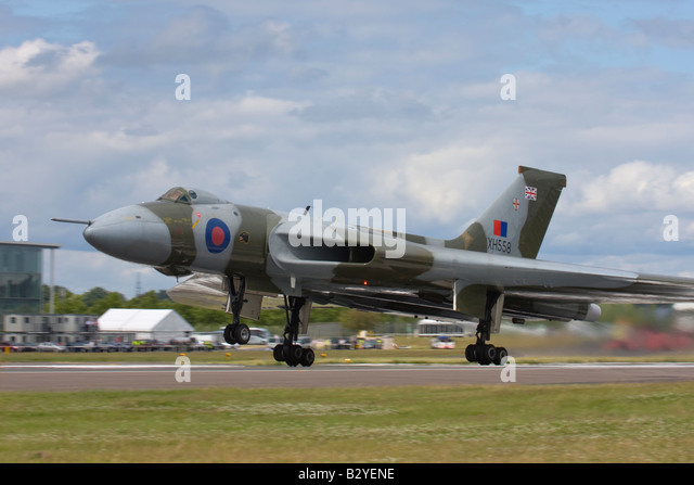 Avro Vulcan bomber taking off at Farnborough International Airshow 2008, England, United Kingdom. - Stock Image