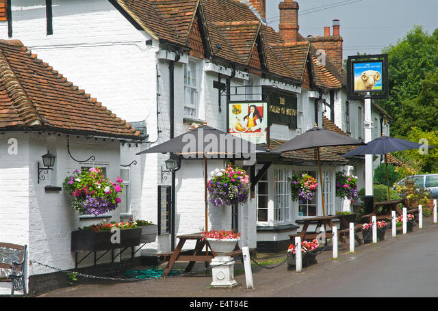 Pub, the Shoulder of Mutton, at Hazeley Heath, near Hartley Wintney, Hampshire, England UK - Stock Image