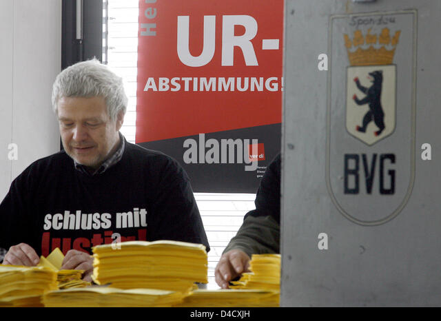 Members of trade union ver.di count the votes during a strike ballot in Berlin, Germany, 29 February 2008. Trade - Stock Image