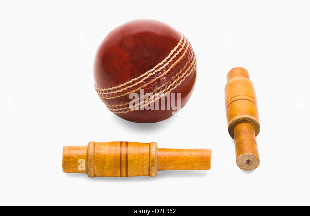 Close-up of a cricket ball and bails - Stock Image
