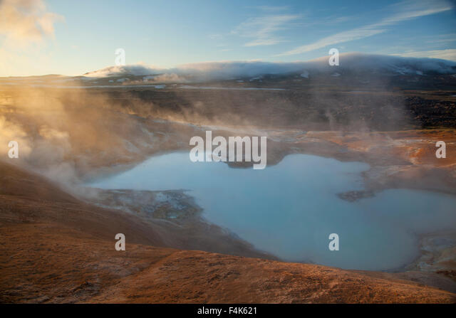 Dawn over a volcanic mineral pool at Leirhnjukur, Krafla volcano, Myvatn, Nordhurland Eystra, Iceland. - Stock Image