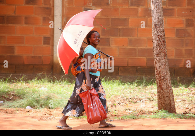African woman carrying her baby on her back, Lome, Togo, West Africa, Africa - Stock Image