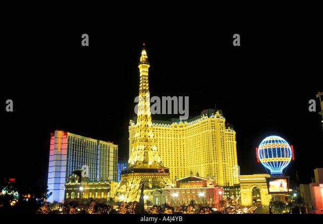 Las Vegas Strip at Night nevada paris hotel eiffel tower dramatic black background - Stock Image