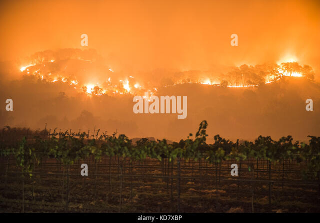 Napa County, USA. 10th Oct, 2017. The Atlas Fire burns east of Woodley Canyon Rd near vineyards late Tuesday evening - Stock Image
