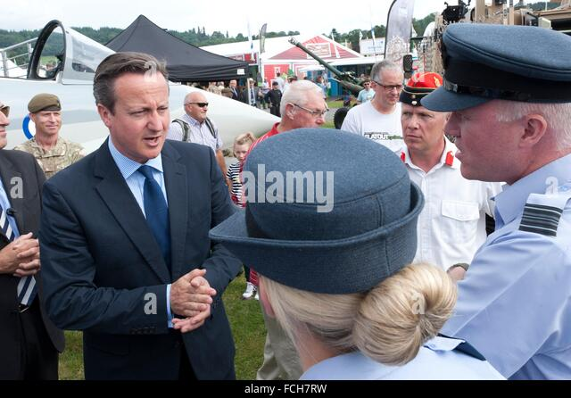 David Cameron chats to military personnel. The Right Honourable David Cameron, Prime Minister of the United Kingdom - Stock Image