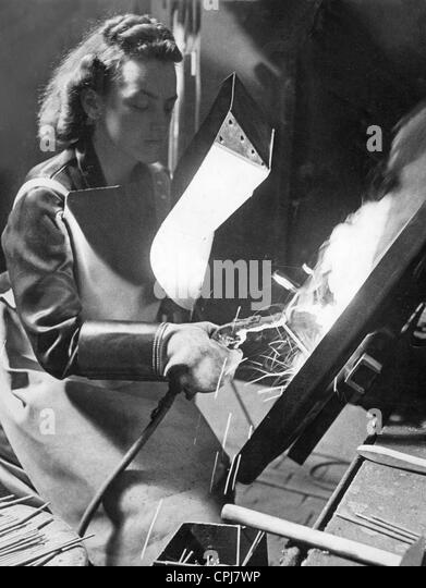 Woman in the armaments industry, 1940 - Stock-Bilder