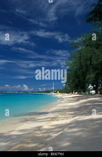 Seven Mile Beach no people deserted Grand Cayman Island - Stock Image