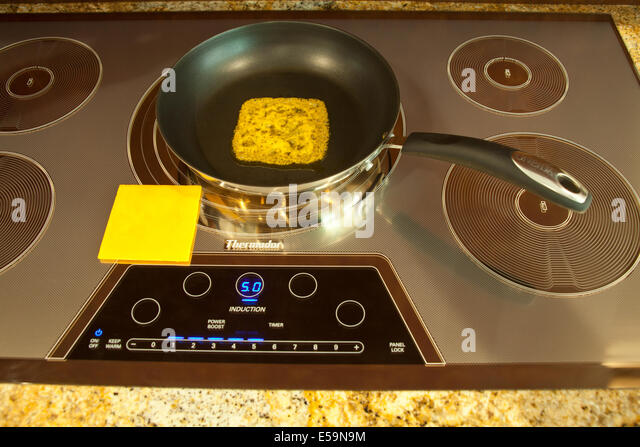 Magnetic energy of Thermador Induction cooktop with melting cheeseMR  © Myrleen Pearson - Stock-Bilder