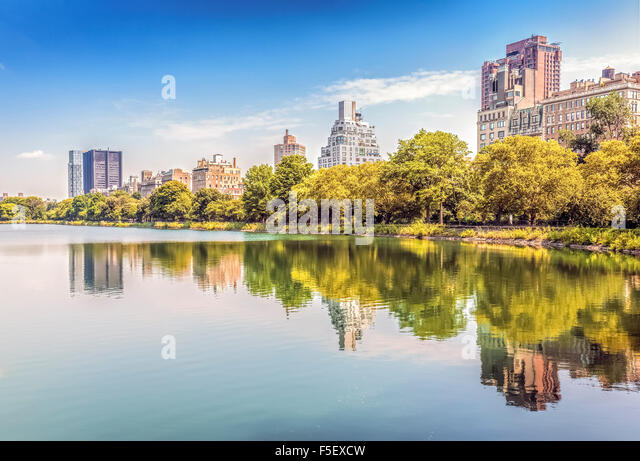 Central Park reflected in lake, New York City, USA. - Stock-Bilder