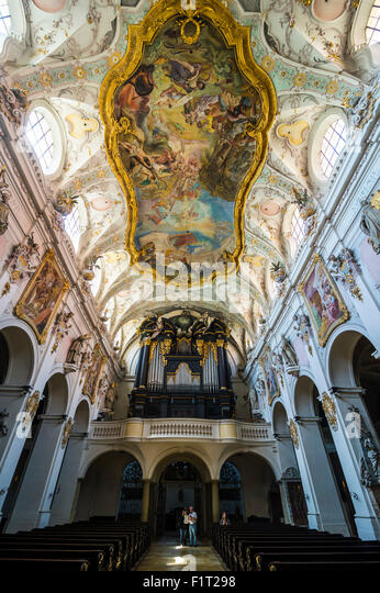 Interior of the Romanesque St. Emmeram's Basilica (abbey) known as Schloss Thurn und Taxis, Regensburg, UNESCO, - Stock-Bilder