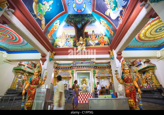 Colourful shrine at the Sri Mariamman Hindu Temple.  Chinatown, Singapore - Stock Image