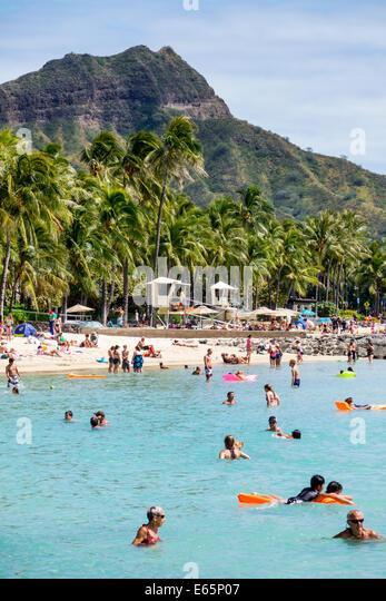 Hawaii Hawaiian Honolulu Waikiki Beach resort Kuhio Beach State Park Pacific Ocean sunbathers families Diamond Head - Stock Image